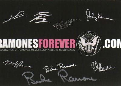 Ramonesforever.com Autografata da Richie Ramone